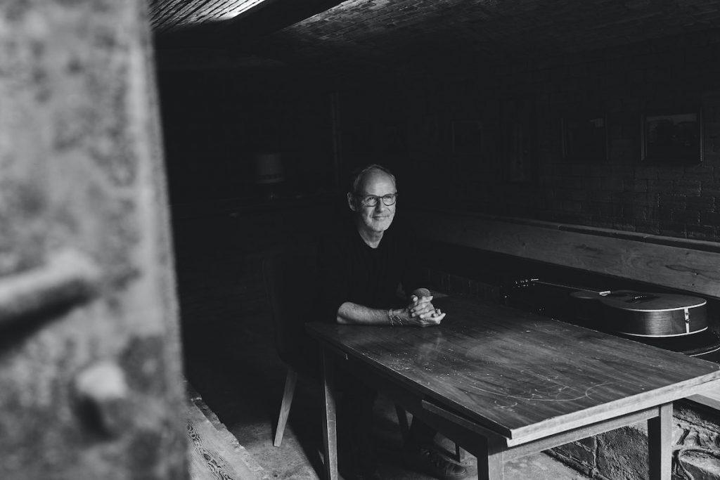 Reinhold Beckmann am Tisch